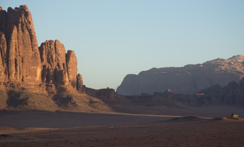 Jordan-travel-photography-Wadi-Rum-sunrise-tent